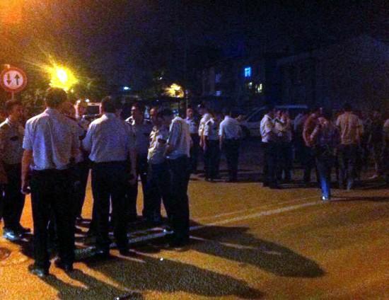 Polise mukavemet edince olay yerine 100'e yakın polis sevk edildi