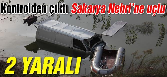 Kontrolden çıkan minibüs Sakarya Nehri'ne uçtu