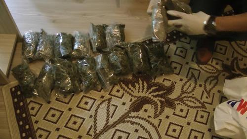 KOM'dan uyuşturucu baskınları