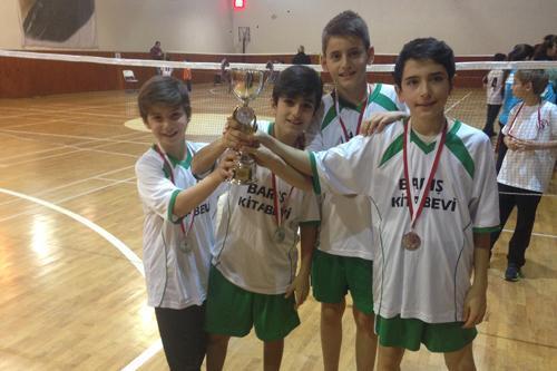 Mehmet Sadık Eratik Ortaokulunun Badminton başarısı