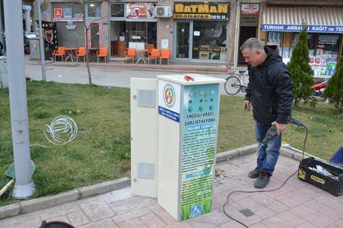 Karasu Belediyesi engelli şarj istasyonu kurdu