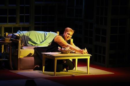 'İyiyim' tiyatro severlerin beğenisini topladı