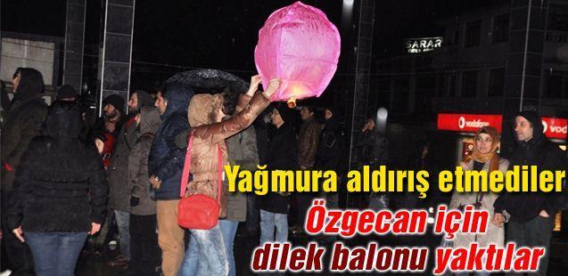 Özgecan için dilek balonu yaktılar