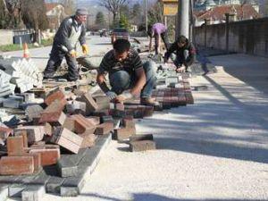 Yuvalak Caddesi'nde kilitli parke çalışması