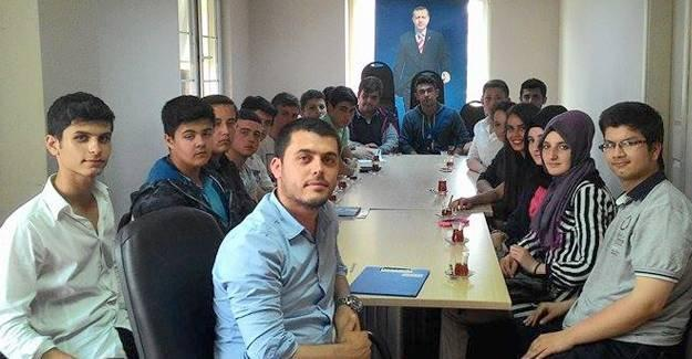 Ak gençler eski Türkiye'yi konuştu