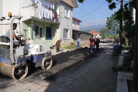 Akyazı Belediyesi asfalt yama çalışmaları sürüyor
