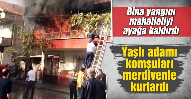 Yaşlı adamı yangından komşuları kurtardı