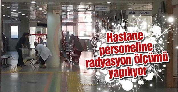 Hastane personeline radyasyon ölçümü yapılıyor