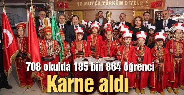 Vali Balkanlıoğlu öğrencilere karnelerini verdi