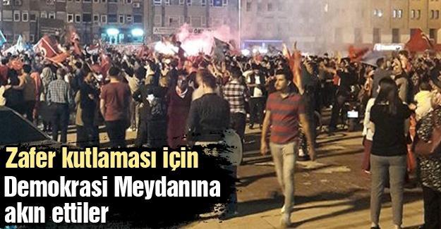 Zafer kutlaması için Demokrasi Meydanına akın ettiler
