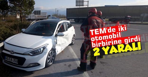 TEM'de iki otomobil birbirine girdi