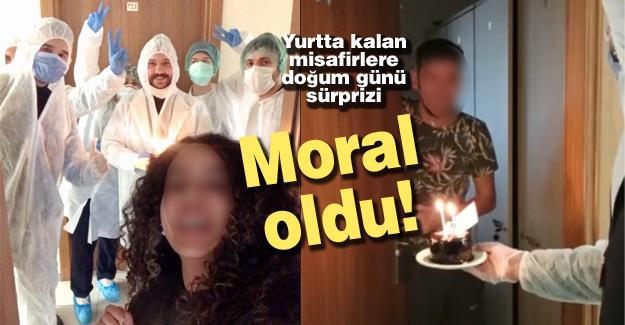 Yurtta kalan misafirlere doğum günü sürprizi