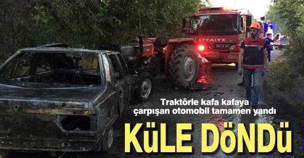 Traktörle kafa kafaya çarpışan otomobil alev topuna döndü