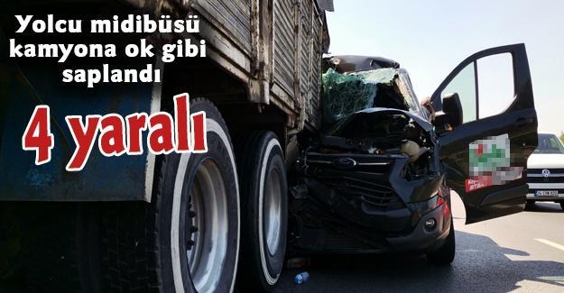 Yolcu midibüsü kamyona ok gibi saplandı! 4 yaralı
