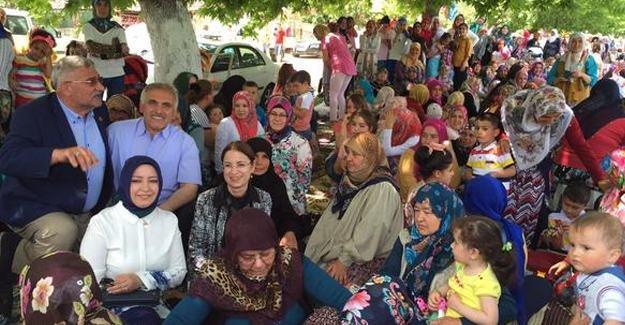 Bakan İslam pilav gününe katıldı