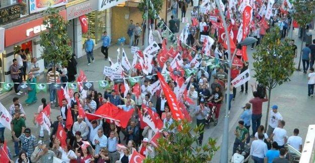 Coşkulu 19 Mayıs yürüyüşü