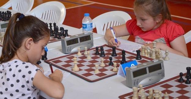 Erenler'de satranç heyecanı