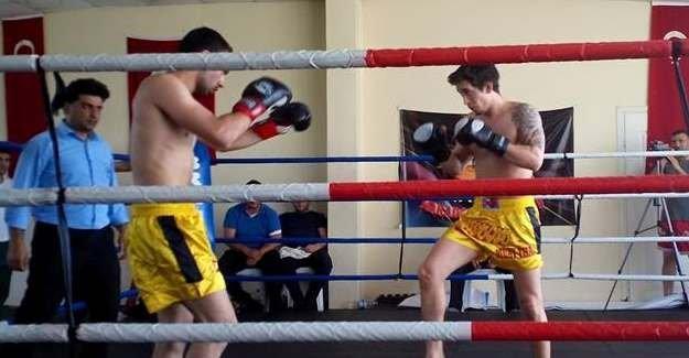 Hendek'te Muay Thai Gençlik Kupası müsabakaları
