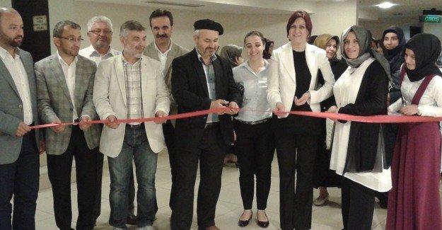 İYC öğrencilerinden Ebru sergisi