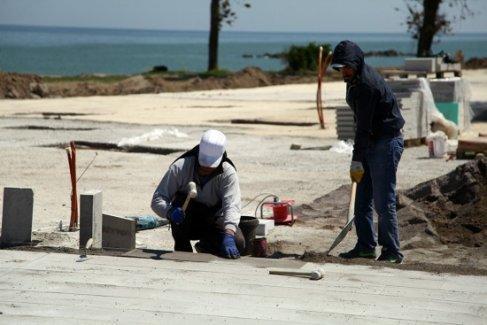 Karasu sahilinde çalışmalar sürüyor
