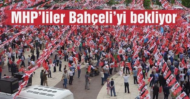 MHP'liler Bahçeli'yi bekliyor