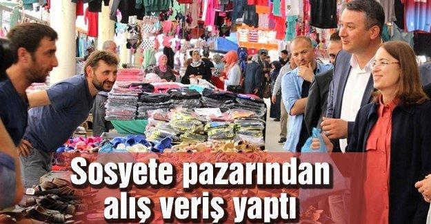 Pazarı gezen İslam vatandaşlarla sohbet etti