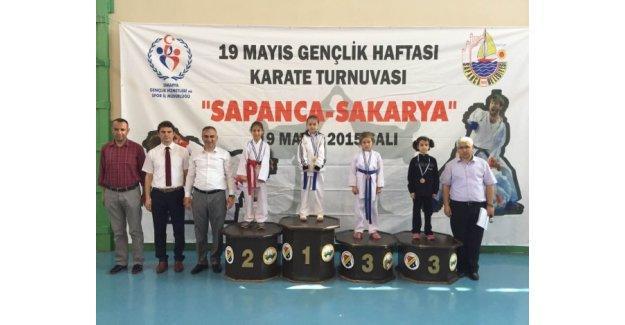 Sapanca'da 19 Mayıs karate turnuvası yapıldı