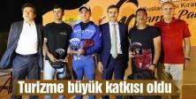 Pilotlar ödüllerini Başkan Alemdar'dan aldı
